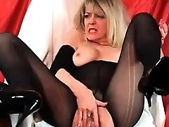 Mature Hoe With A Wet Cootchie