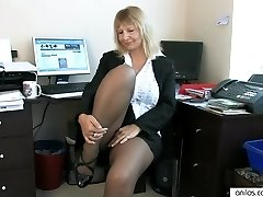 Secretary Housewife Fingering Her Mature Snatch