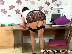 UK milf Lulu Chubby is your perfect secretary today