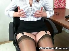 Scottish cougar Toni Lace peels off off and fucks herself