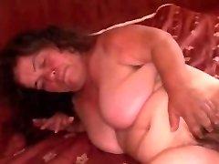 Grannie Midget PLUS-SIZE saugt und wird hart gefickt