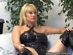 Latex all girl mummy in action