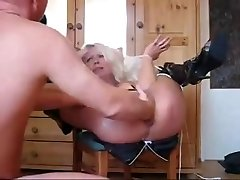 Mature Extreme knuckle & unload