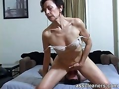 Horny MILF facesits a slave for backside slurping and cleaning
