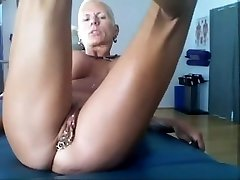 Bysty MILF Heather with 15 piercing rings in her cooch Hot