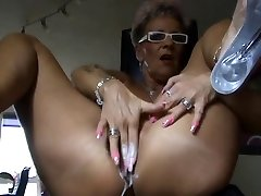 Mature bust with fuck stick (Camaster)