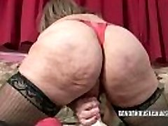 Mature slut Sandie Marquez jams her slit with a toy