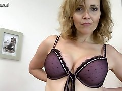 Damn Hot MILF toying with her rocking body