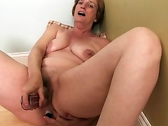 Ray Lynn mature faux-cock getting off