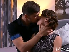 MOTHER Mature Housewife in stockings squirting after fellatio