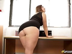 Nasty mommy with excellent whooty Anna Joy flashes her buttocks