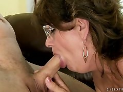 Super-naughty granny takes it deepthroat and swallows cum