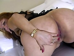 Big mama loves to have fun with her old pussy