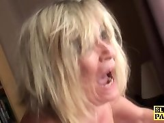 British plus-size fingerfucked until squirting