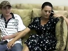 Handjob is given by sexy mummy