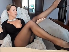 Magnificent mommy in pantyhose