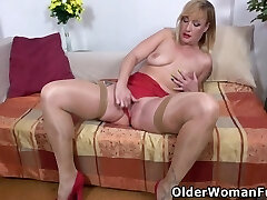 Victoria Hope - Busty Mature Kaylea Loves Sliding Fingers Into Her Holes