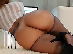 Milf webcam with an amazing assets!!