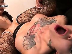 Nasty tattooed hoe gets her clean-shaved part3