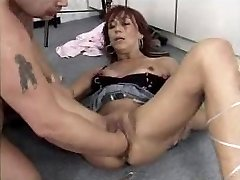 Mature tramp fisted