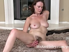 Unshaved lady Veronica Snow relaxes after working