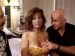 Mature ultra-cutie in DP action