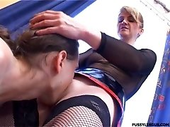 Nice oral job for a blonde mature woman by youthful boy