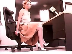 Mature long-legged blonde stretches her pretty pussy at work