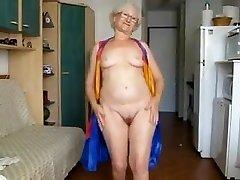 65 aastas. vana vanaema hamming ta üles cam