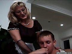 Kuum ja seksikas blond küps neiu läheb vastik tema boss