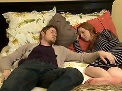 Vastik küps Erica Lauren fucks kuum mees kõrval, tema magab GF