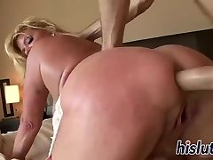 Promiscuous mature wench has her pussy ravaged