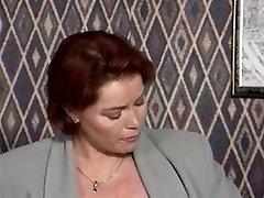 Kira Raudona-Namų Šeimininkės Liejimas
