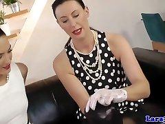 Inglise glamuuri milf röövib girls pussy