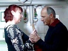 Vokietijos brandus redhead namų šeimininkė ir santechnikas - Amanda
