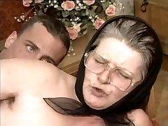 Karvane Vanaema Klaasid ja Sall Perses