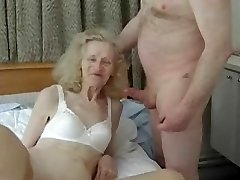 Amateur ugly grandmother gets nailed silly