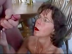 Brandus brunetė akiniai puoselėja didžiulis veido cumshot