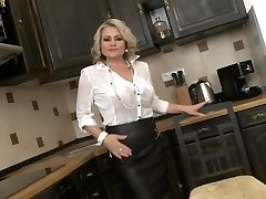 Super mother with saggy tits and big slit