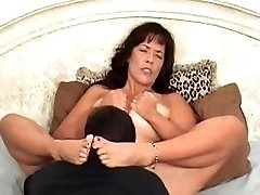 Munching coochie to orgasm