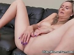 Blonde milf Velvet Skye runs in rivulets her pussy mayo on the couch