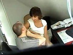Peidetud sex cam klipp näitab, paar kuradi