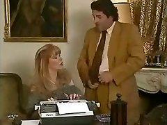 Hottie biuro sekretorius Babette gauna pakliuvom jos bosai ir jos draugas
