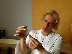 Saksa Õde Annab esmaabi Haavatud - Cireman