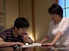 Chiaki Takeshita sütitab küps Asian babe asendis 69