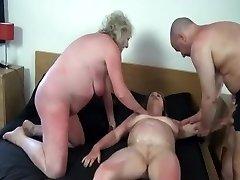 Hull Omatehtud filmi Threesome, Vanaemad stseene