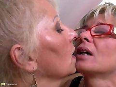 Täiuslik küps emade juures threesome lesbi