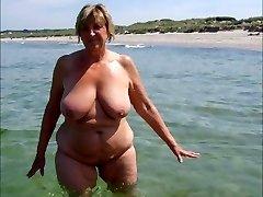 QUEENS ON THE BEACH Three