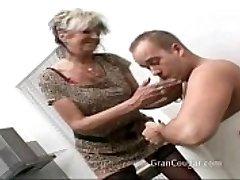 Seksualus sena močiutė nori, kad jam dabar ir papratimas sustabdyti til ji gauna tai