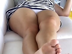 upskirt unsuspecting mom in nice underpants